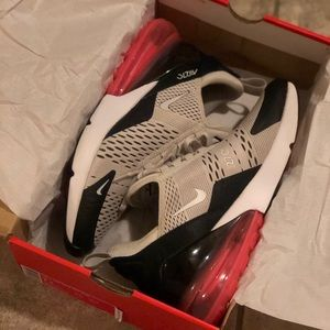 Shoes - Nike Air Max 270